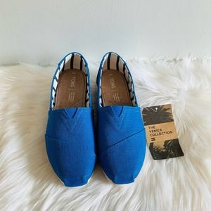 NWT Toms Classic Blue Crush Heritage Canvas Shoes!